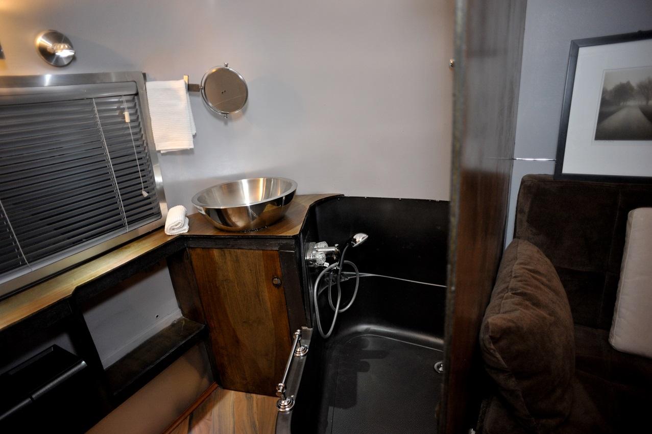 Yes, that is a bathtub!