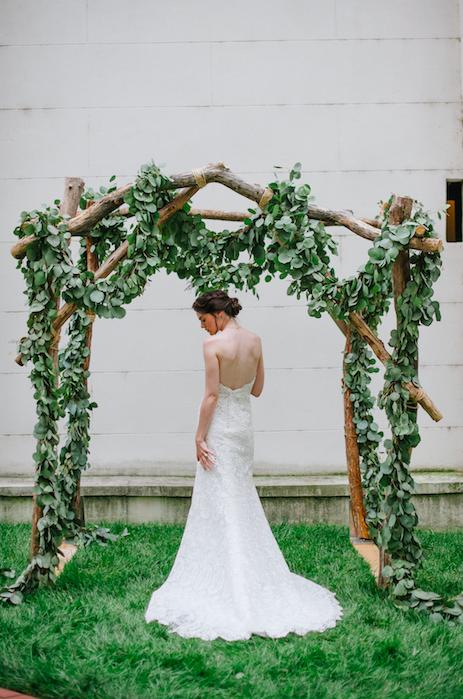 Arch w/ Garland: Jessica Maida Photography