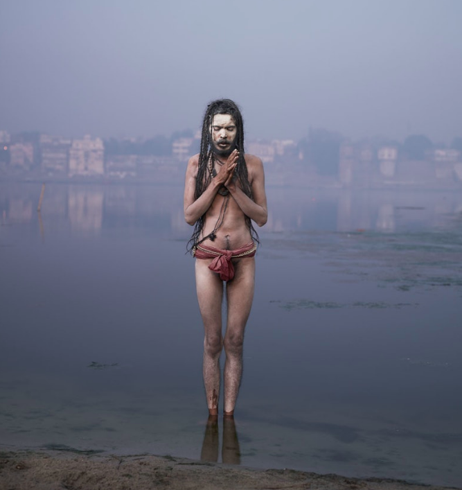 Above: Baba Mooni conducting Aghori Puja in the Ganges river.
