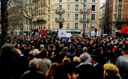 """In Paris, thousands of French citizens turned out for a """"White March"""", a silent memorial march in Knoll's honor. Olvey. CC BY-SA 4.0."""
