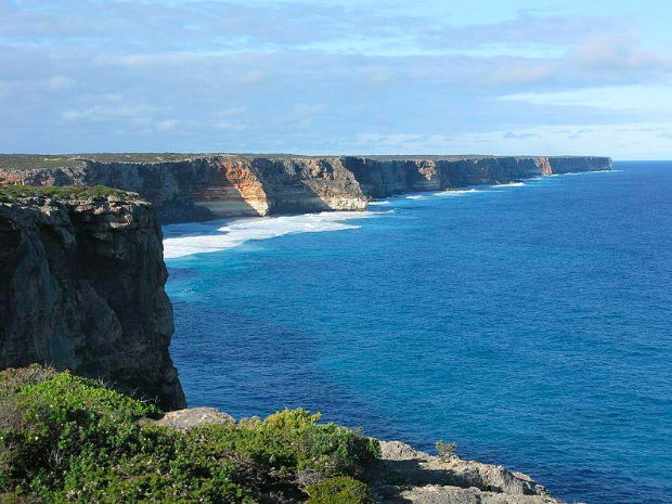 The Great Australian Bight, South Australia. Aussie Oc at English Wikipedia. CC 3.0