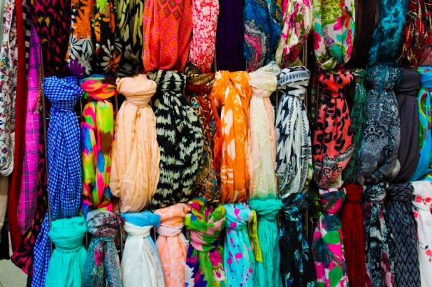 Photo of headscarves by  𝚂𝚒𝚘𝚛𝚊 𝙿𝚑𝚘𝚝𝚘𝚐𝚛𝚊𝚙𝚑𝚢  on  Unsplash