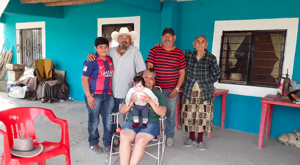Lacho Falcón (second from left, rear) and his family in Boquillas. Matthew Moran,  CC BY-ND