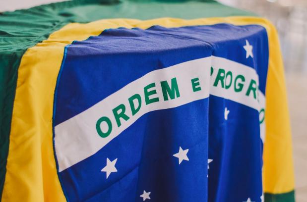 Photo of the Brazilian flag by by  Rafaela Biazi  on  Unsplash .