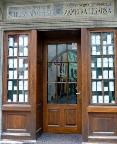 One of Český Krumlov's bars, popular among tourists. kellerabteil. CC BY-NC 2.0