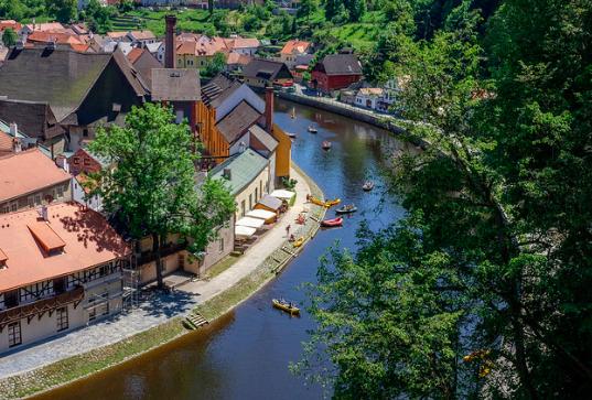 Houses along the banks of the Vltava River. P. N. CC BY-SA 2.0