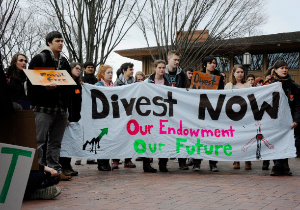 Divestment protest at Tufts University. James Ennis. CC BY 2.0