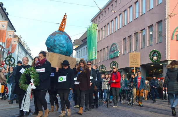 Fossil Free Freiburg divestment protest. 350.org. CC BY-NC-SA 2.0