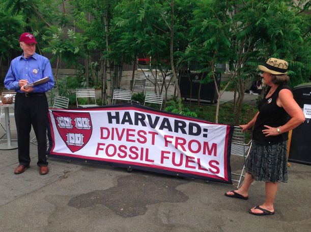 Advocates for divestment at Harvard. victorgrigas. CC BY-SA 3.0
