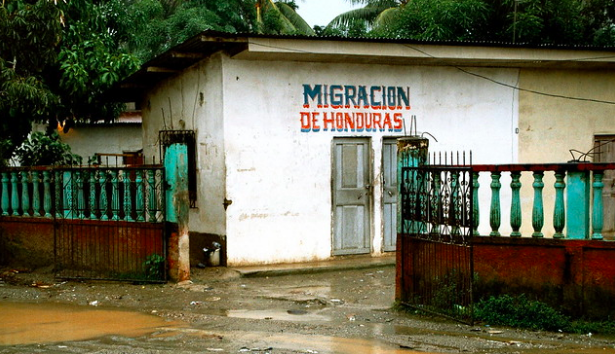 Migration office in Honduras. KriKri01. CC BY-NC-ND 2.0
