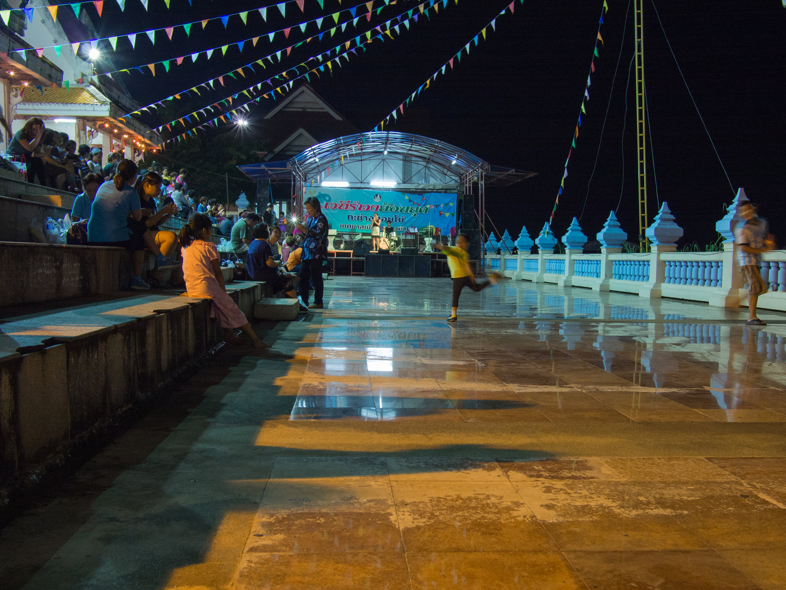 Kids dancing NongKhai night market.