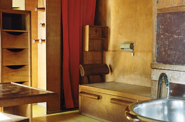 A-Look-Inside-Le-Cabanon-by-Le-Corbusier-2.jpg
