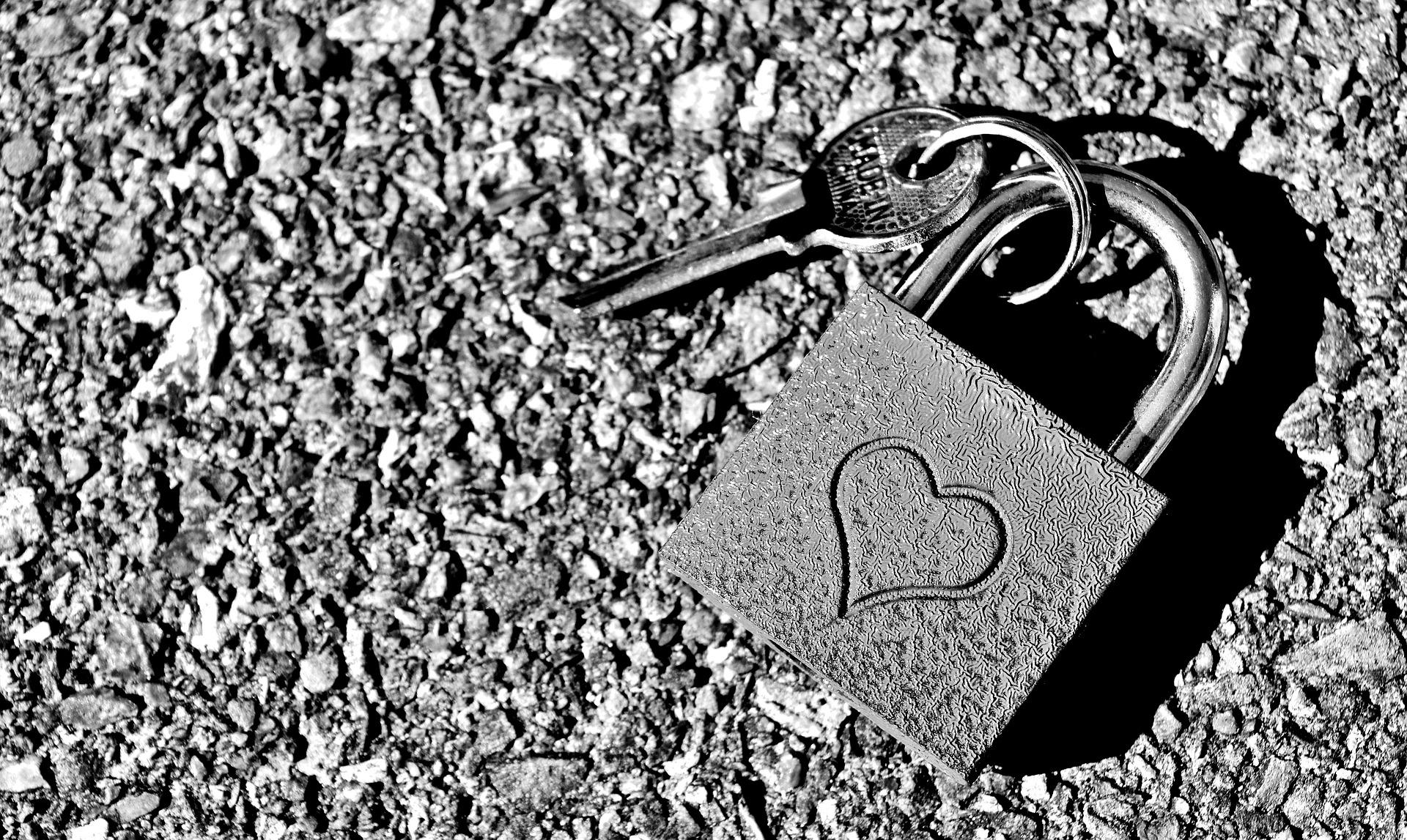 key-to-the-heart-2509704_1920.jpg