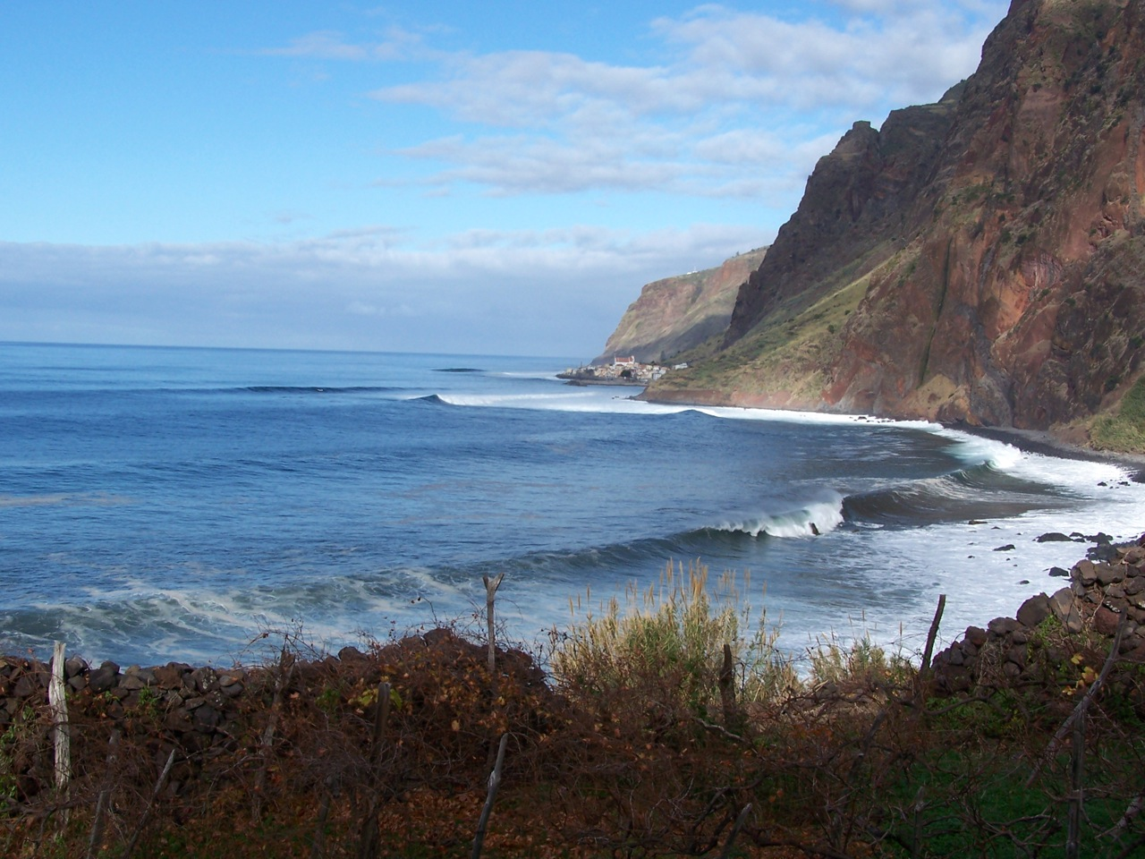 swell-s-up-at-the-rock-11.jpg