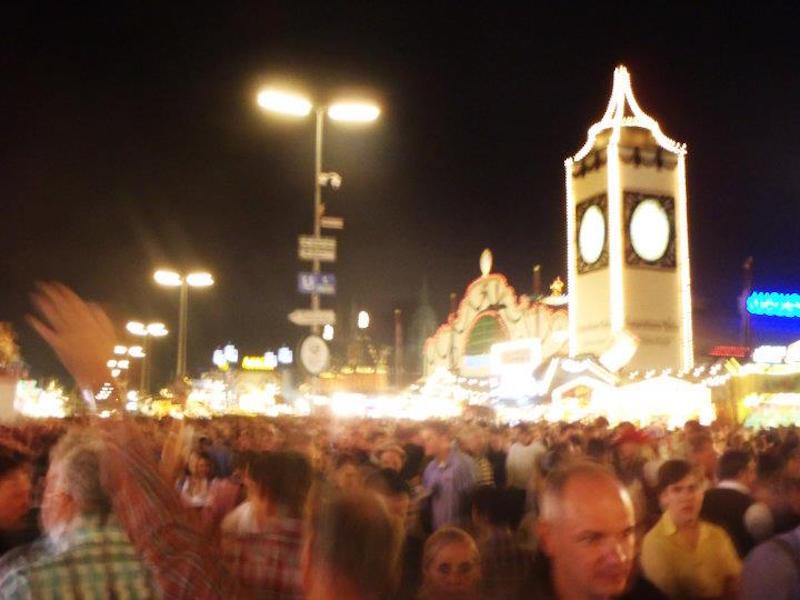 oktoberfest-2011-aka-the-aussie-invasion-8.jpg