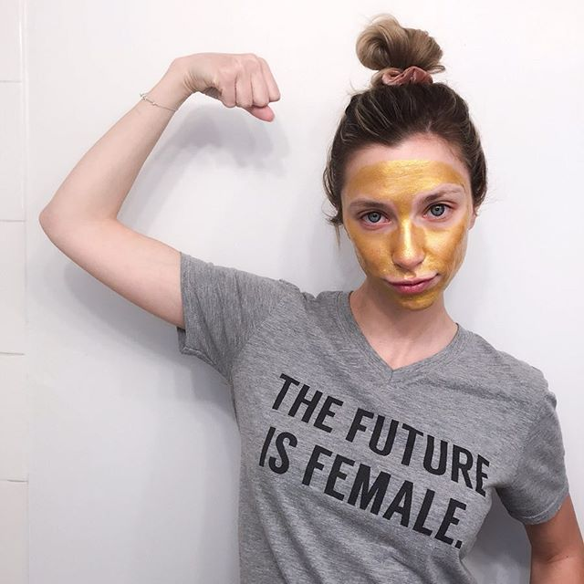 Feeling golden. 💪✨ Gold hologram peel off mask by @epiellebeauty