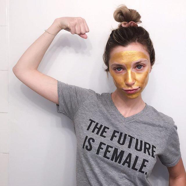 Feeling golden. 💪✨ Gold hologram peel off mask by @epiellebeauty