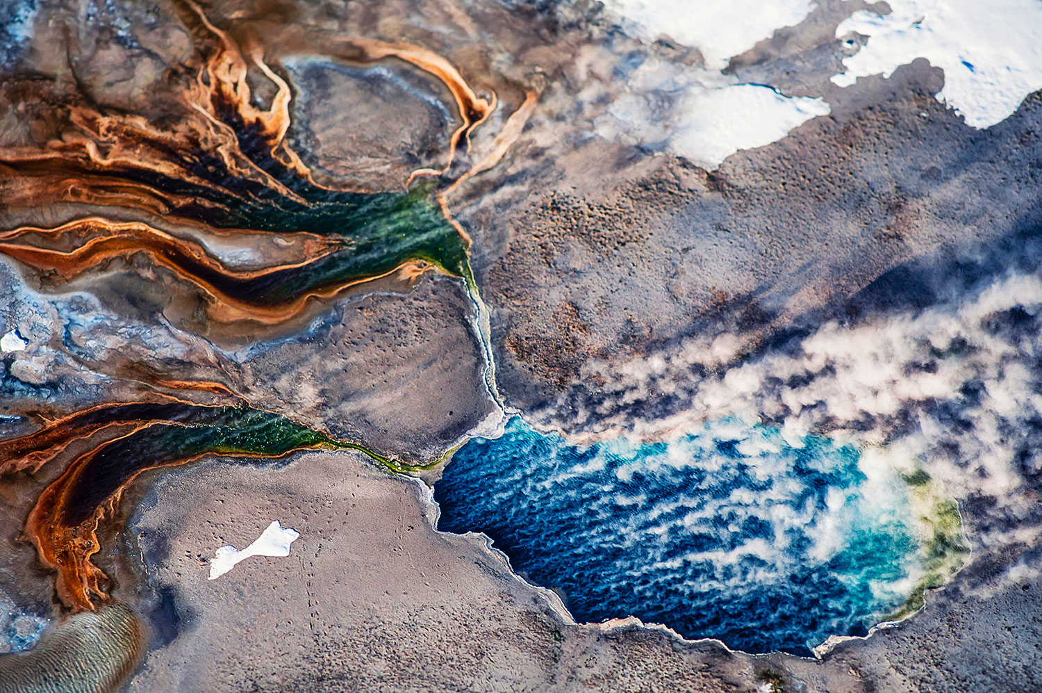 Aerial photo of thermal pool, Yellowstone Park