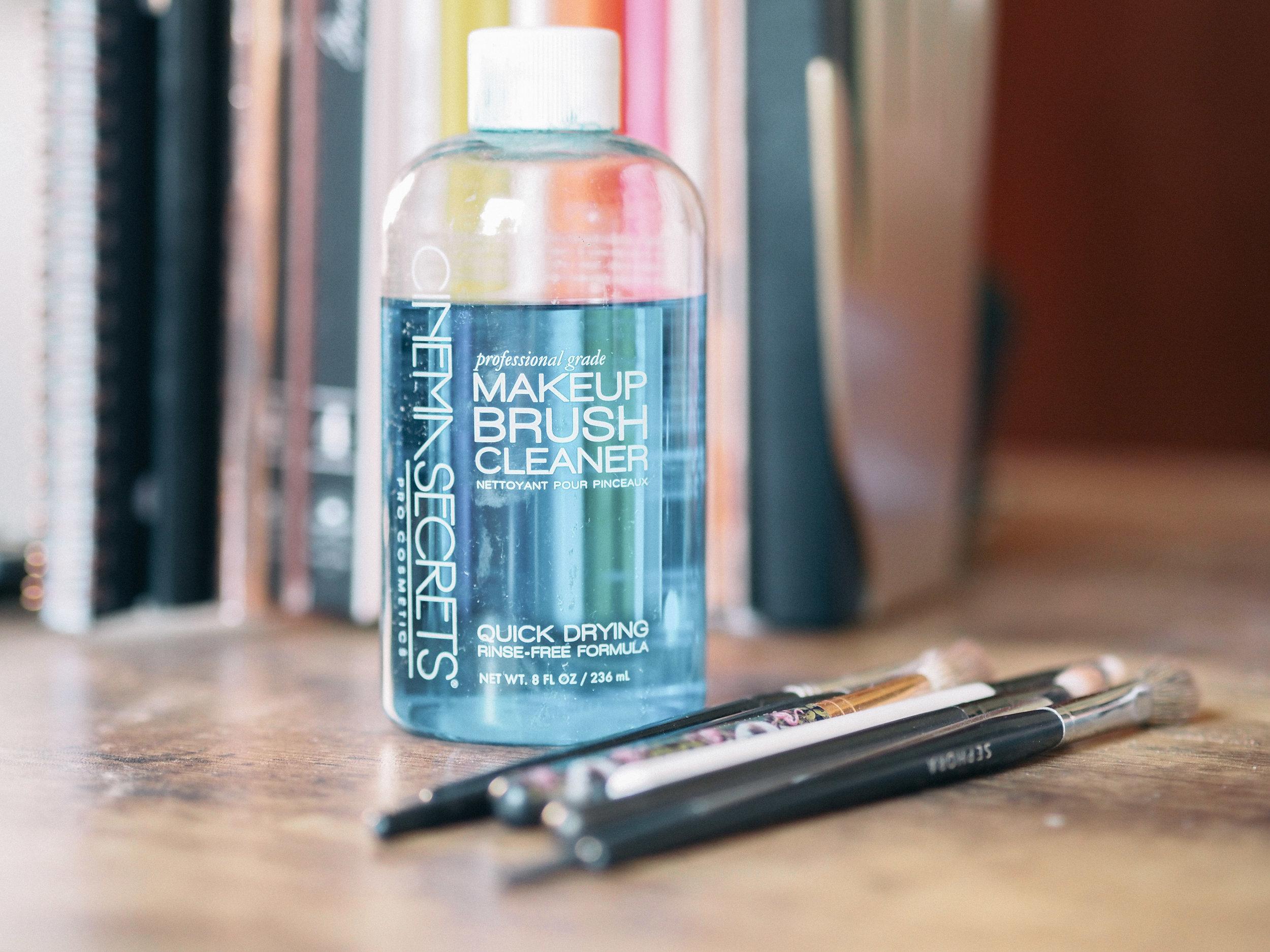cinema-secrets-makeup-brush-cleaner-review-2.jpg