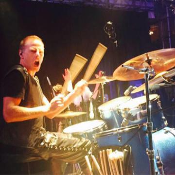 Diego Fainguersch (productor) - batería   @diegopera