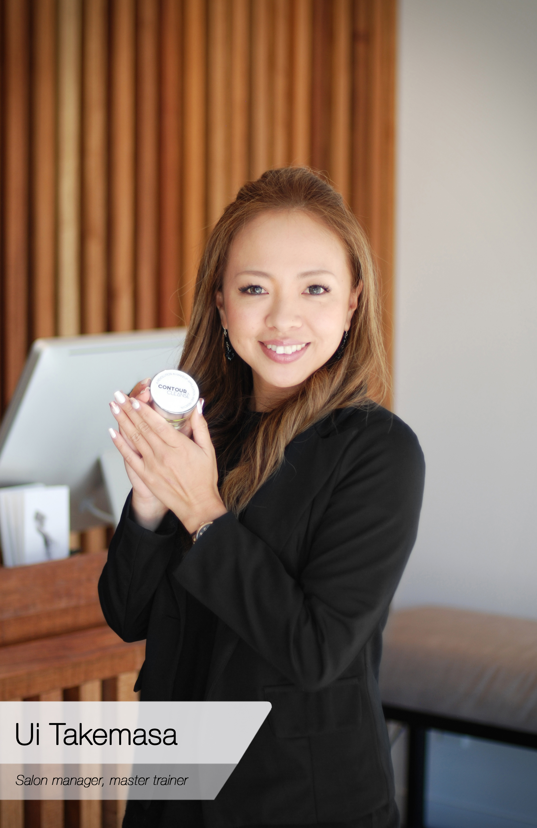 Salon Manager, Director: Ui Takemasa  Ui has more than 15 years experience in the health and beauty industry. She prides herself in providing premium services to clients at all levels and at all times. As Director of UP Lashes and Brows she is focussed on ensuring her clients' experience is second to none.