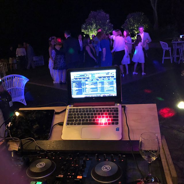 ..good feels on the dance floor at Joanne and Angus's wedding at @byronviewfarm last week.. tunes supplied by our ever awesome @scottdayvee who also played earlier on for the ceremony as part of our guitar and violin duo.. he's a multi-talented man!
