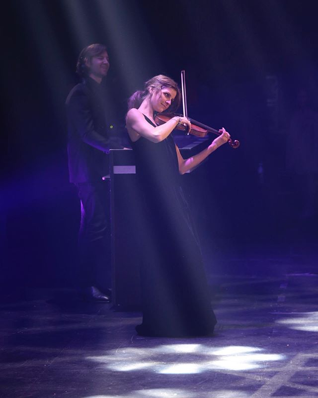 Maddy having an absolute ball playing with DJ @mikedotch the #gooddesignaward 2019 a few weeks back at the @thestarsydney #soloviolin #violinanddj #sydneylivemusic