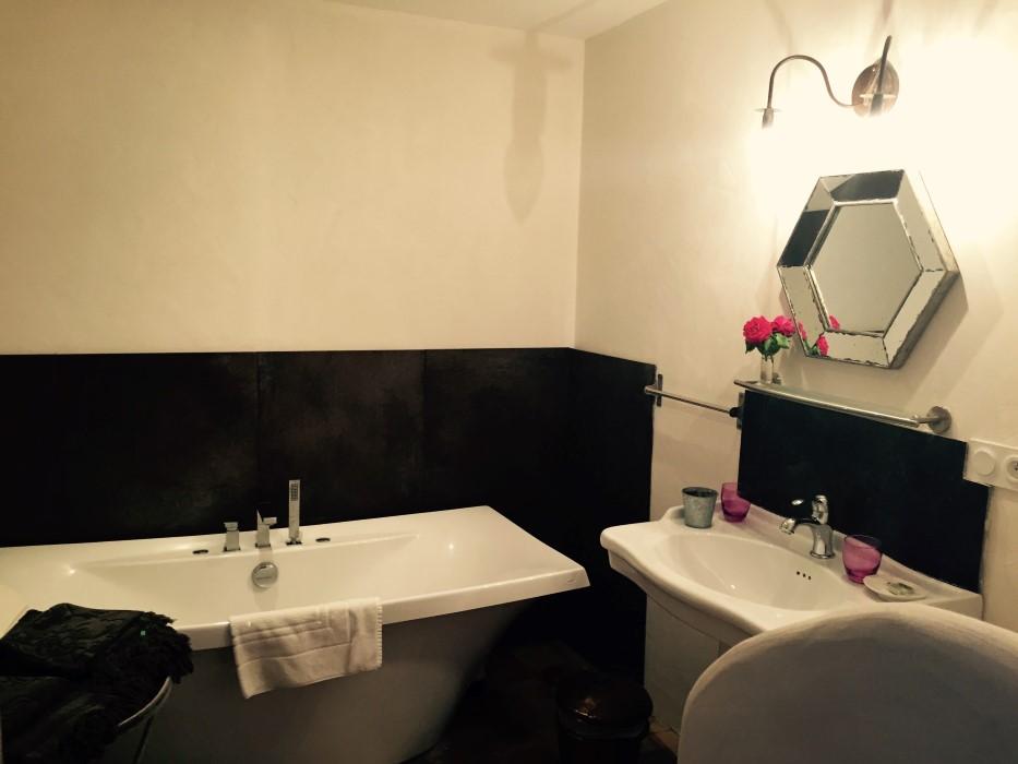 chambres d hotes champaga chambre du bout salle de bain.jpg