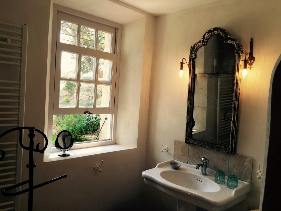 chambres d hotes champaga chambre gabrielle  baignoire et salle de bains.jpg
