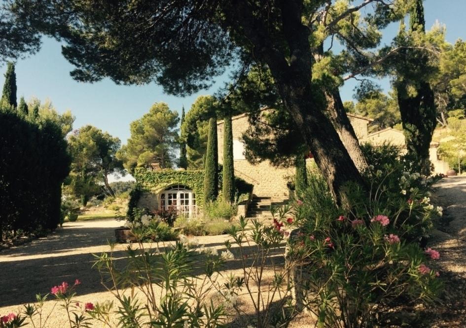 entree pinède chambres d'hôtes champaga provence vaucluse.jpg