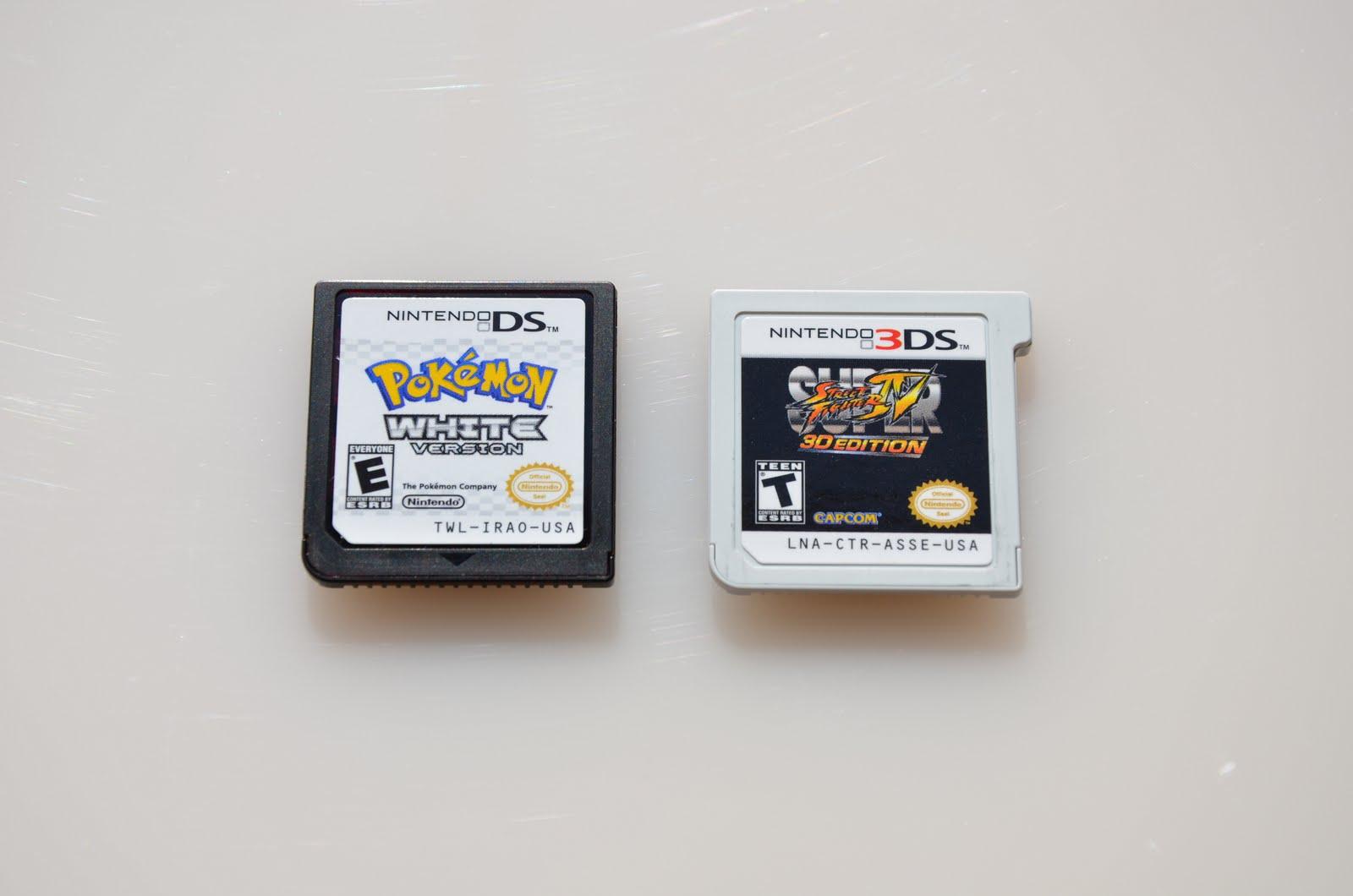 닌텐도 DS(왼쪽)와 3DS(오른쪽) 전용 카트리지. (출처: 위키백과)
