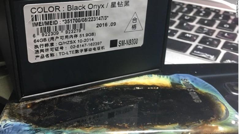 이번에 폭발한 갤럭시 노트 7의 박스에는 새로운 배터리가 탑재된 검은색 박스 표시가 돼 있습니다.