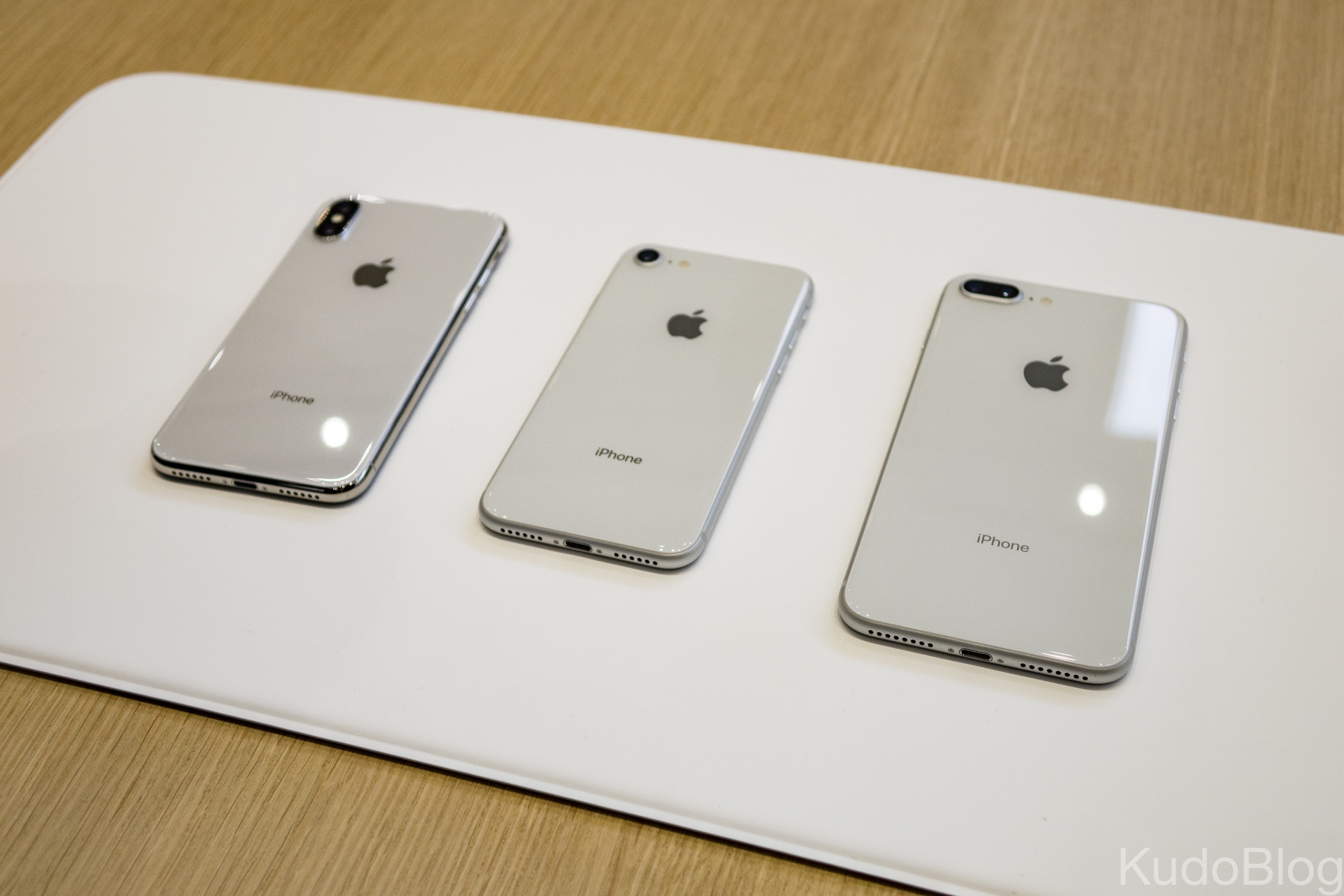 왼쪽부터 아이폰 X, 아이폰 8, 아이폰 8 플러스. (닥터몰라 제공)