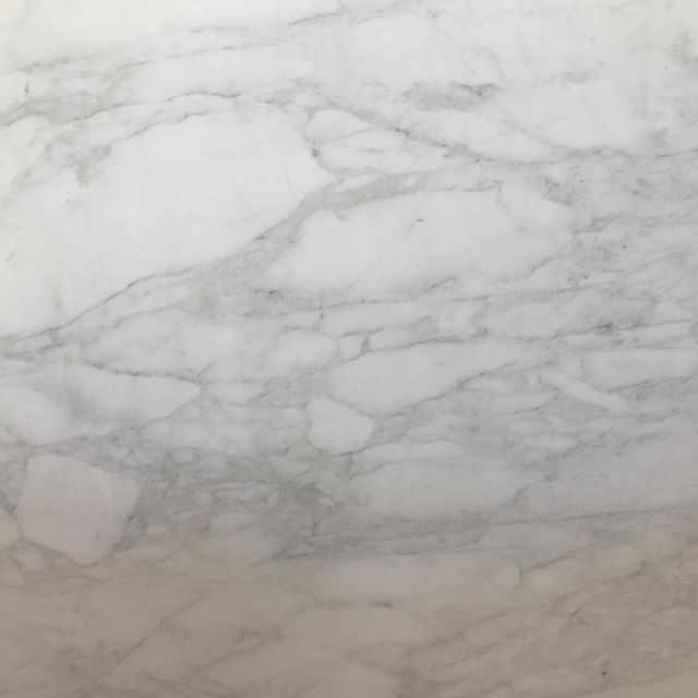 Sourcing marble today and found some lovely choices for a bathroom redo.  I love all the functional, fabricated quartz options out there today, but still have a weakness for the natural stones.  Luckily, this is a bathroom so marble works well and I don't have to worry about it not functioning well. 💃🏻