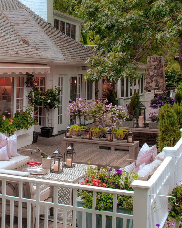 This Hunting loge reconceived and in full bloom by designed by @fionacibani make me crave summer.