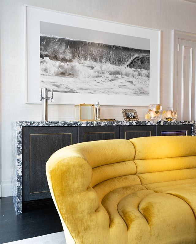 Highlights from the #kipsbayshowhouse19  In @jcohlermasondesign sitting room, an eglomise mirror hangs over a fireplace facing a trio of Ghirò Studio tables and a Todd Merrill Studio channel-tufted Racetrack sofa. A work by Robert Longo hangs to the left of a Griffin mantel from Chesneys.  @jcohlermasondesign with Modernist Wing Chairs by @guyregalnyc Mirror and Tables by @dune Onyx Chandelier by @toddmerrillstudio Mantle by @chesneyslondon  @KBShowhouse  #KipsBayShowhouse19 photo by @bradsteinphoto . . . . #interiordesign #design #homedecor #designer #home #architecture #interior #decor #art #homedesign #house #style #homesweethome #luxurylifestyle #antiques #collection #handmade #instagood #interiordecoration #instahome #interiordesigner #instagood #photography #follow #art #beautiful #happy #bradsteinphoto