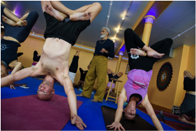 Headstand variation during Master Class Photo: Jeffrey Vock