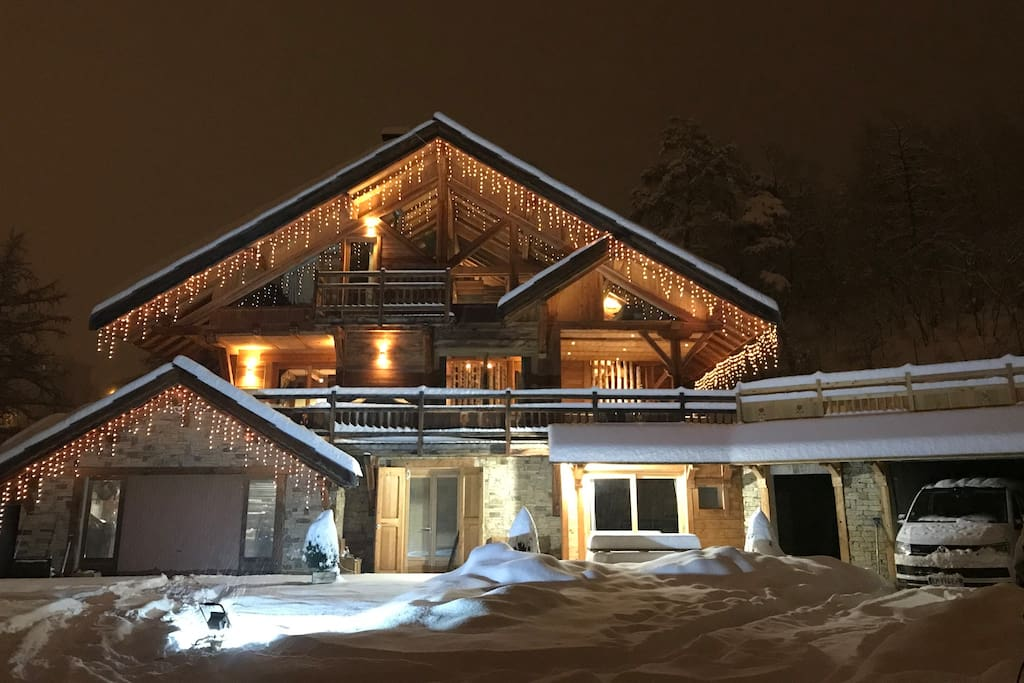 the-grizzly-lodge-luxury-chalet