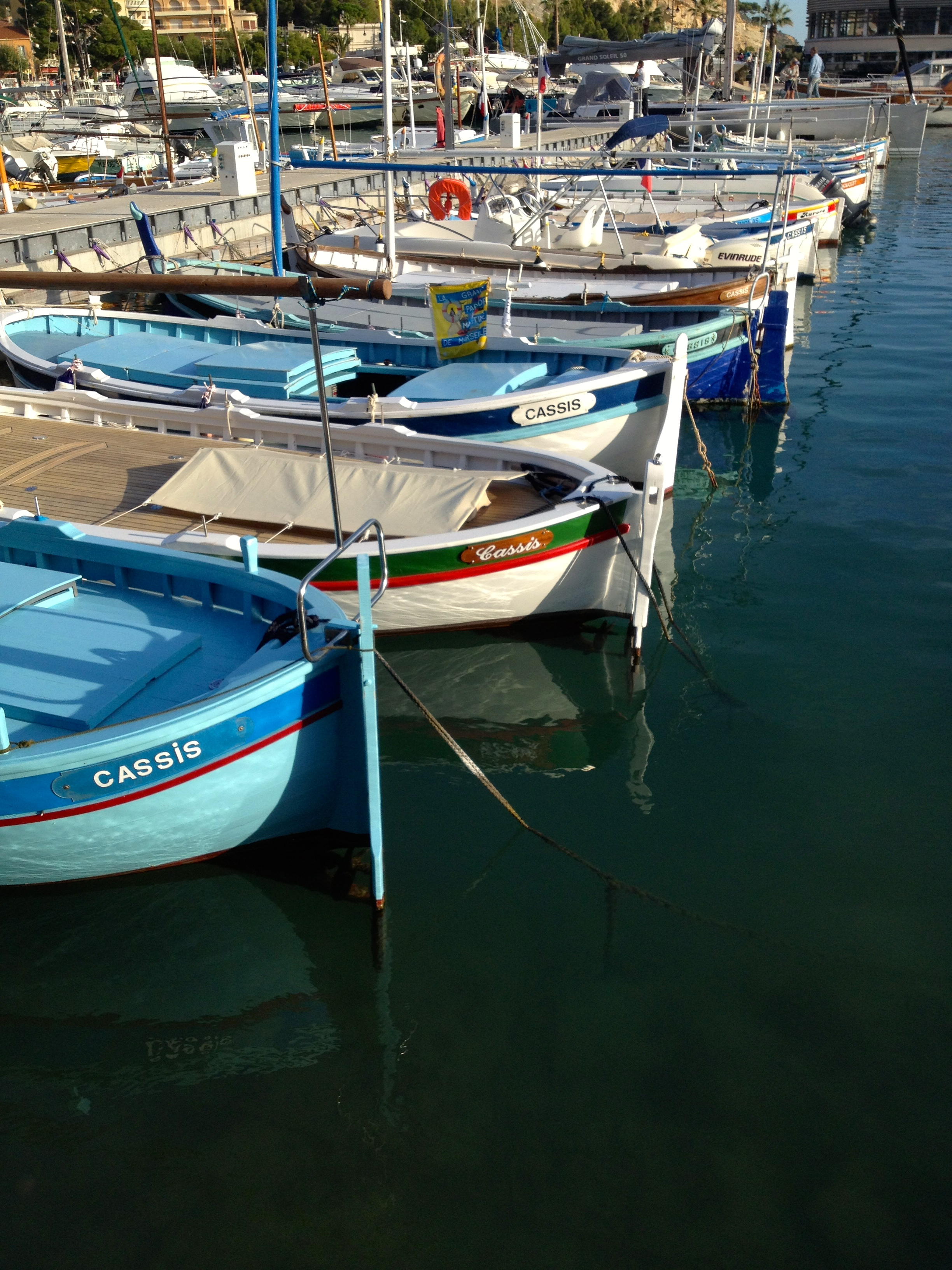 weekend-hippie-cassis-boats