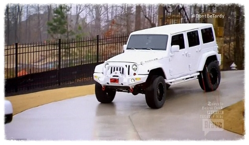 Brielle Zolciak/Bierman this is her Jeep. This is the closest thing I could find to what I would want.
