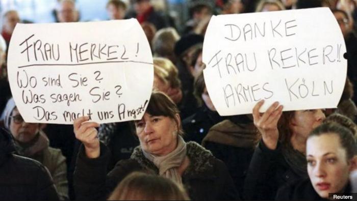 Kvinnor protesterar mot det som hänt, inte mot rasism som i Sverige.