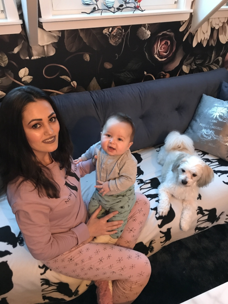 Gott nytt år önskar jag, Milo (6 månader) och Bamsen!