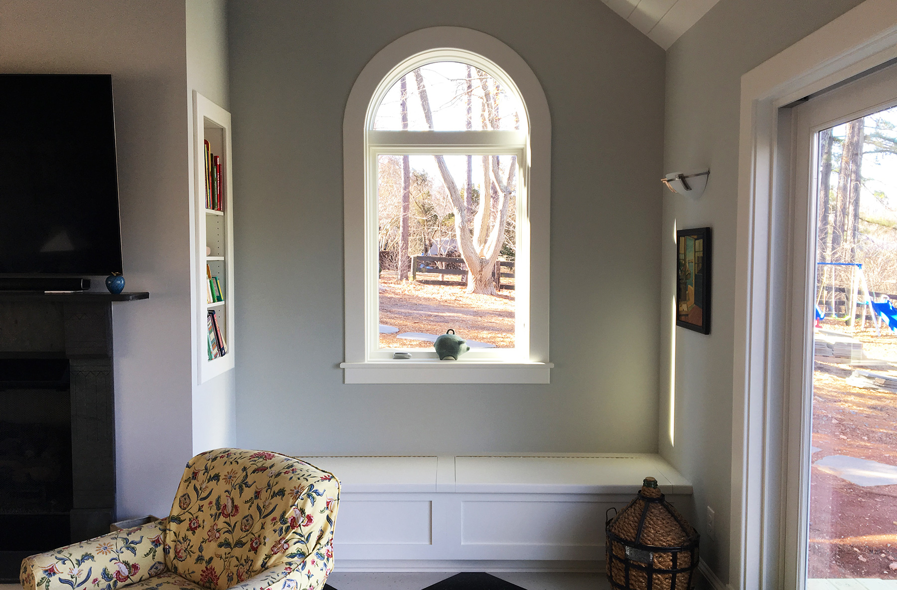 ARCHED WINDOW, BUILT-IN SHELF AND BENCH WITH STORAGE