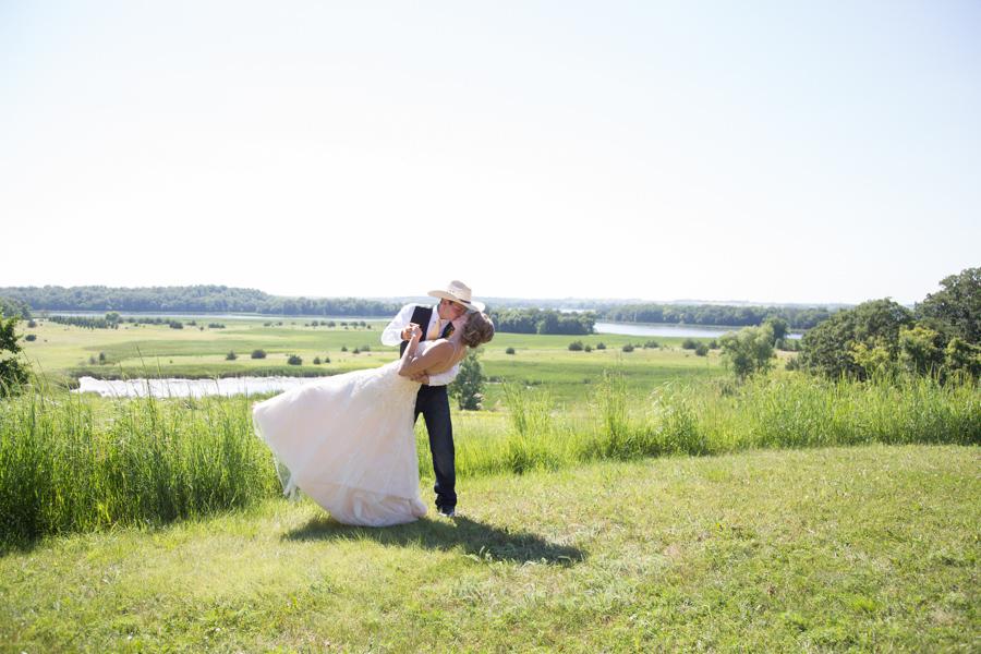 Country-Barn-Wedding-Prairie-Woods-Environtmental-Learning-Center-Spicer-Minnesota-Whippoorwill-Photography-9417.jpg
