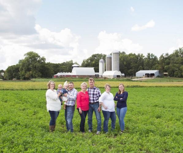 Extended-Family-Portrait-Outdoor-Family-Photos-Whippoorwill-Photography-Farm-Family.jpg