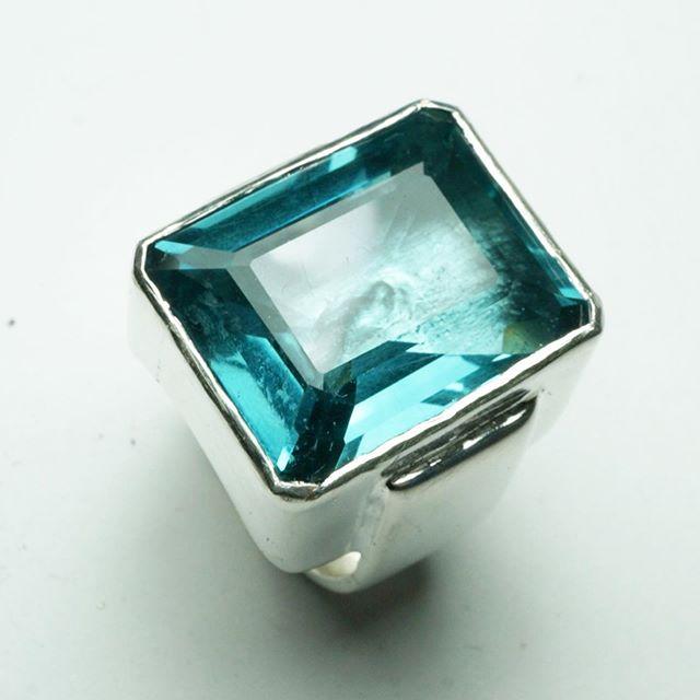 #stonker #aquamarine #blingring #bespokejewellery #instajewellery scuse the sausage fingers!!