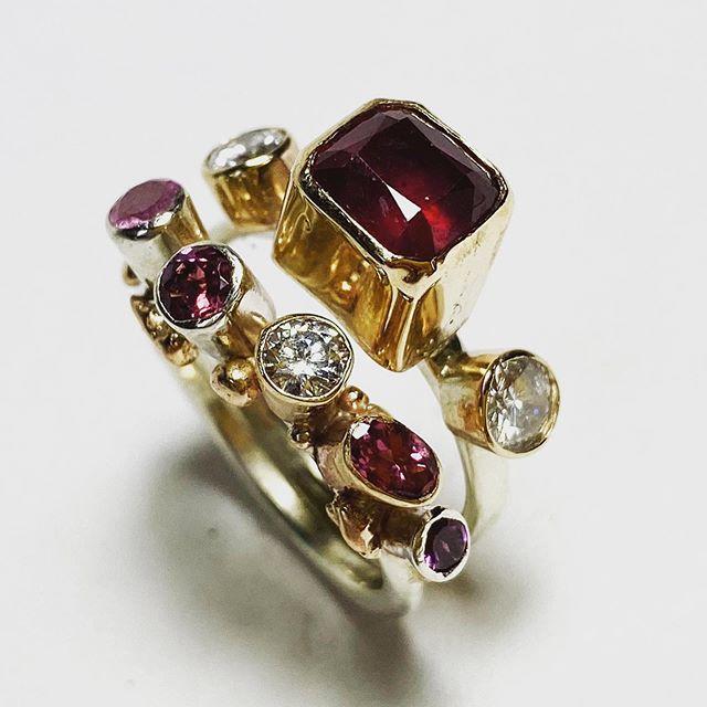 Ruby ruby ruby rubyyyy! #rubies #diamonds #gold #bespokejewellery #remodellingjewellery #blingbling #instajewellery #scusethemankyfingers 🤩