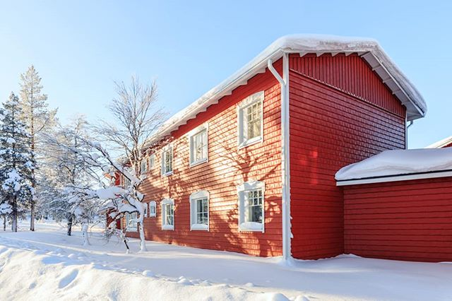 "Colourful House.. #lapland  #Finland #winter  #kamalchilakaphotography  #canoncamera #finair  #Bookproject ""-29˚Celcius"" A Limited Edition Coffee Table Book, via @Kickstarter https://www.kickstarter.com/projects/1233838951/photo-coffee-table-book-29-celcius"
