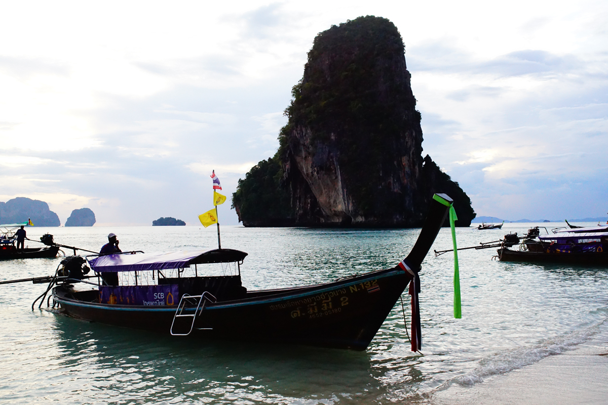 Long Tail boat and Monolith