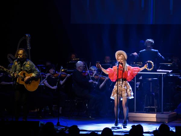 The  Melbourne Symphony Orchestra  and  Kate Miller-Heidke  with  Keir Nuttall  in Concert.Photograph by Daniel Aulsebrook.